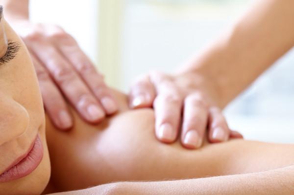Massage der Wirbelsäule nach Breuß